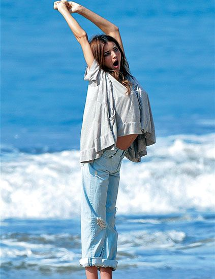 Blue, Sleeve, Denim, Shoulder, Jeans, Joint, Elbow, People in nature, Summer, People on beach,