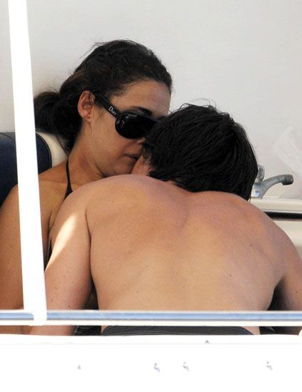 Hairstyle, Shoulder, Joint, Back, Sunglasses, Interaction, Black hair, Goggles, Tan, Love,