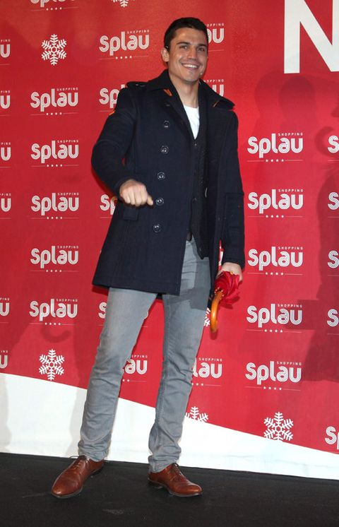 Shoe, Trousers, Red, Outerwear, Style, Coat, Collar, Blazer, Fashion, Premiere,