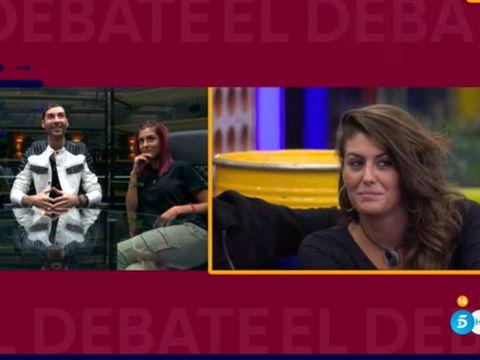 Conversation, Television presenter, Newscaster, Television program, Photo caption, Feathered hair, News, Newsreader,