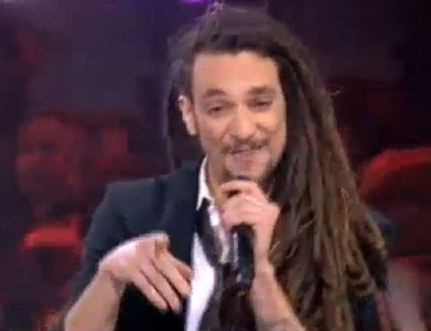 Microphone, Finger, Cheek, People, Audio equipment, Hairstyle, Event, Chin, Forehead, Eyebrow,
