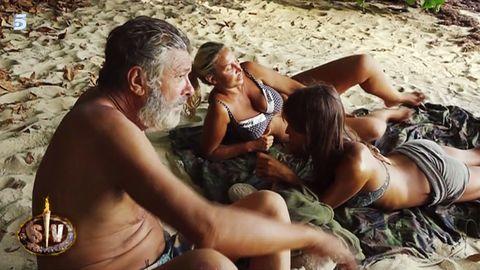 People, Fun, Photograph, Summer, Brassiere, Bikini, Muscle, Abdomen, Thigh, Interaction,