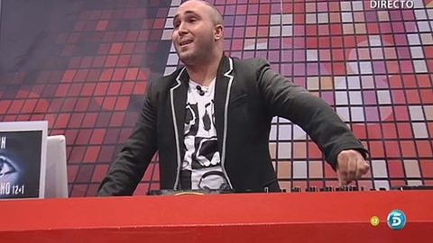 World, Blazer, Stage equipment, Indoor games and sports, Buzz cut, Square, Games,