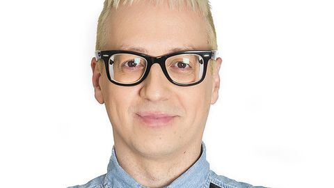 Eyewear, Ear, Glasses, Vision care, Lip, Cheek, Skin, Chin, Collar, Forehead,
