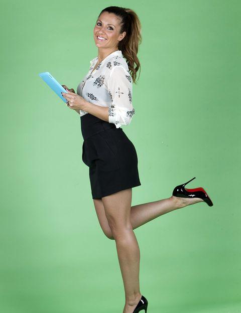 Finger, Sleeve, Human leg, Hand, High heels, Joint, Elbow, Style, Knee, Waist,
