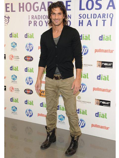Brown, Sleeve, Shirt, Collar, Shoe, Outerwear, Khaki, Style, Dress shirt, Pocket,