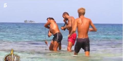 People on beach, Fun, Vacation, Barechested, Beach, Summer, Leisure, Tourism, Sea, Recreation,