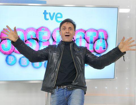 Jacket, Denim, Jeans, Leather jacket, Thumb, Gesture, Leather, Top, Pocket,