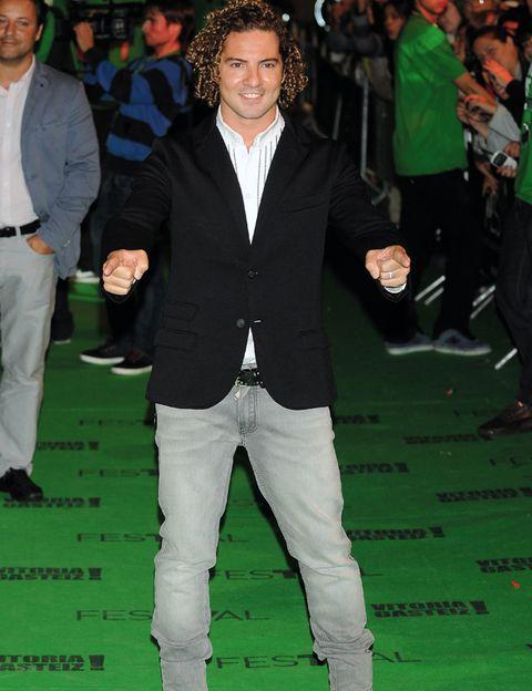 Leg, Green, Trousers, Outerwear, Coat, Formal wear, Style, Fashion, Blazer, Suit trousers,