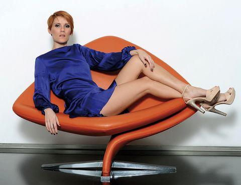 Leg, Human leg, Comfort, High heels, Knee, Sitting, Thigh, Orange, Foot, Electric blue,