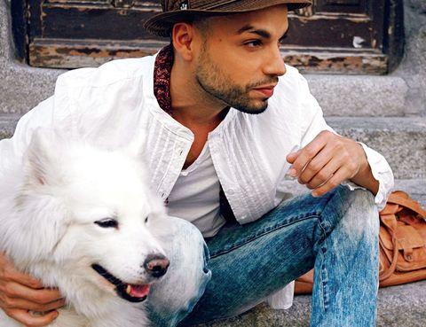 Dog breed, Facial hair, Dog, Denim, Jeans, Hat, Mammal, Carnivore, Beard, Spitz,
