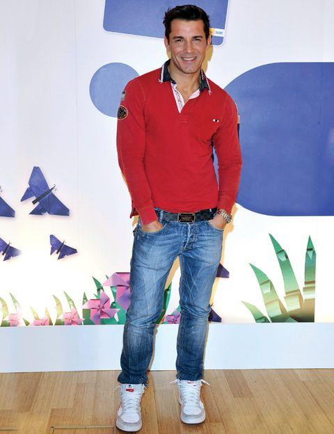 Sleeve, Denim, Trousers, Jeans, Shirt, Textile, Dress shirt, Collar, T-shirt, Pocket,