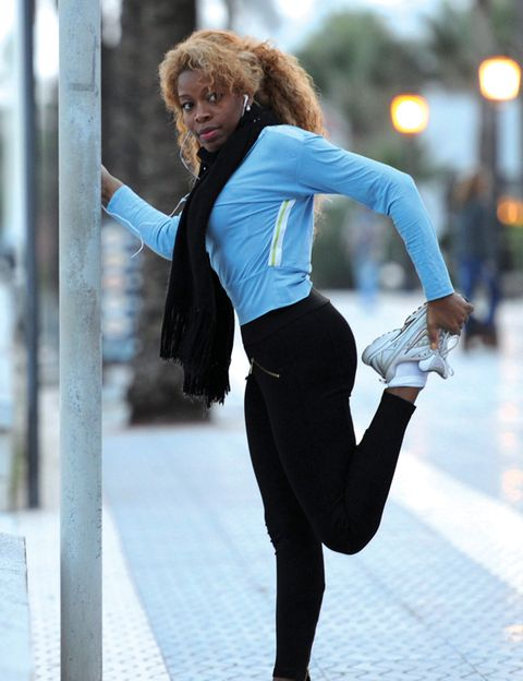 Leg, Sleeve, Trousers, Human leg, Outerwear, T-shirt, Style, Knee, Street fashion, Waist,