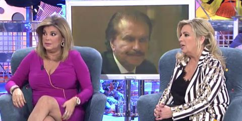 Face, People, Sitting, Television presenter, Interaction, Television program, Thigh, Newscaster, Conversation, Blond,