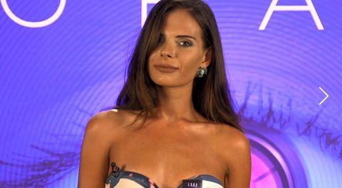 Television presenter, Brown hair, Long hair, Bikini, Black hair, Model, Chest, Swimwear, Smile,