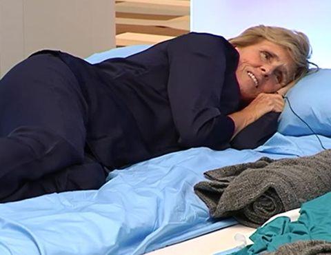 Comfort, Shoulder, Textile, Elbow, Linens, Bedding, Blanket, Sleep, Nap, Throat,