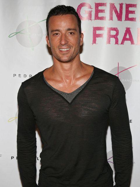 Sleeve, Shoulder, Neck, Chest, Long-sleeved t-shirt, Buzz cut, Active shirt, Fashion design,