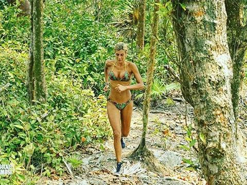 Clothing, Nature, Human, Leg, People in nature, Swimwear, Undergarment, Bikini, Thigh, Swimsuit top,