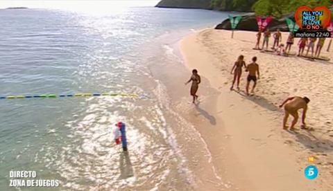 Beach, Fun, Tourism, Coast, Sand, Shore, Vacation, Natural environment, Summer, Water,
