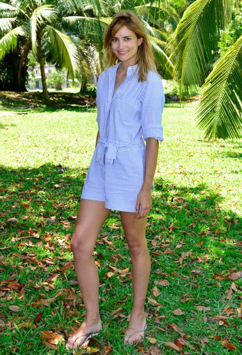 Clothing, Green, Sleeve, Human leg, Shoulder, Joint, People in nature, Style, Summer, Collar,