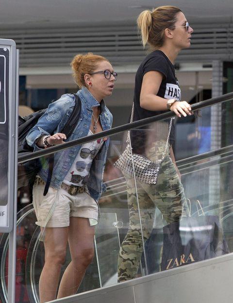 Leg, Bag, Denim, Fashion, Luggage and bags, Blond, Street fashion, Thigh, Brown hair, jean short,
