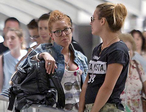 Eyewear, Hair, Vision care, Glasses, Product, Sleeveless shirt, Bag, Luggage and bags, Fashion, Brown hair,