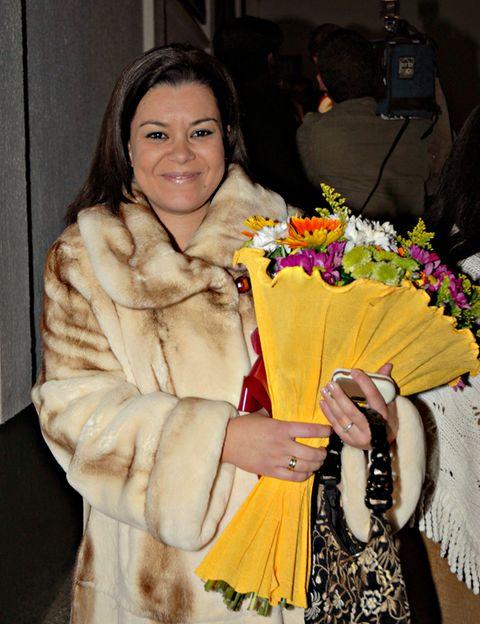 Fashion, Fur, Floristry, Flower Arranging, Fur clothing, Hand fan, Natural material, Bouquet, Floral design, Cut flowers,