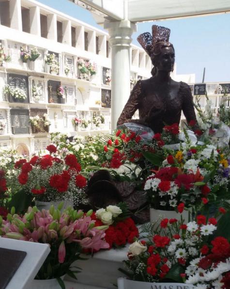 Petal, Flower, Sculpture, Bronze sculpture, Floristry, Bouquet, Flower Arranging, Cut flowers, Floral design, Statue,