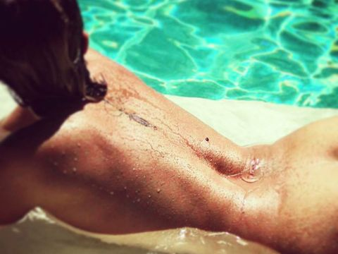 Skin, Sun tanning, Beauty, Swimming pool, Summer, Water, Close-up, Bathing, Muscle, Vacation,