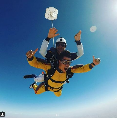 Fun, Parachuting, Leisure, Happy, Atmosphere, Tandem skydiving, People in nature, Tourism, Air sports, Adventure,