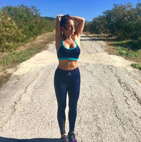 Sportswear, Active pants, Clothing, Shoulder, Sports bra, Waist, Undergarment, Physical fitness, yoga pant, Joint,