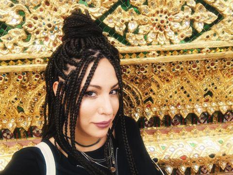 Hair, Hairstyle, Beauty, Eye, Black hair, Headgear, Cool, Long hair, Smile, Photography,