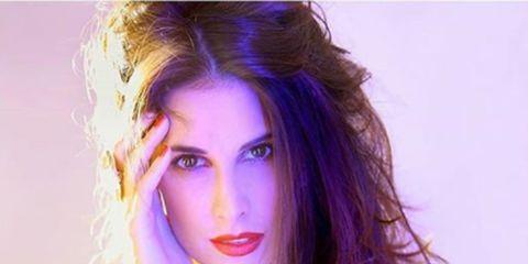 Hair, Face, Purple, Beauty, Shoulder, Lip, Skin, Hairstyle, Model, Chin,