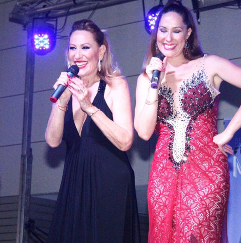Event, Dress, Formal wear, Beauty, Performance, Fashion, Gown, Public event, Singer, Fun,