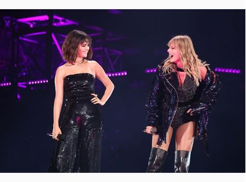 Dress, Entertainment, Microphone, Performing arts, Purple, Violet, Boot, Fashion, Strapless dress, Performance,