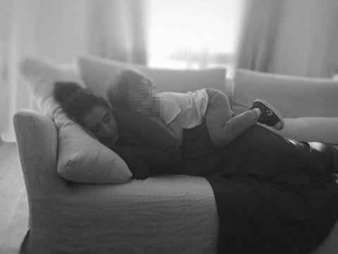 White, Black, Comfort, Black-and-white, Furniture, Monochrome photography, Monochrome, Room, Leg, Couch,