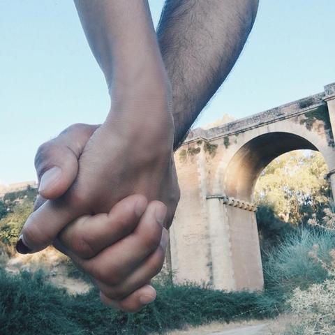 Finger, Wrist, Aqueduct, Thumb, Bridge, Gesture, Arch, Concrete bridge, Concrete, Arch bridge,