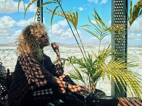 Tropics, Long hair, Arecales, Surfer hair, Beach, Jheri curl, Ringlet, Caribbean, Palm tree, Armrest,