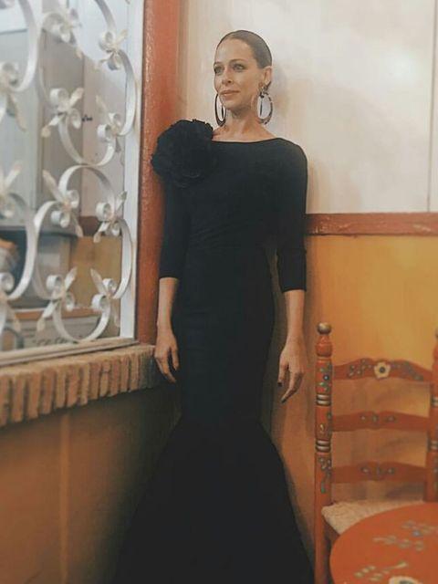 Clothing, Black, Dress, Shoulder, Fashion, Little black dress, Formal wear, Neck, Sleeve, Fashion design,