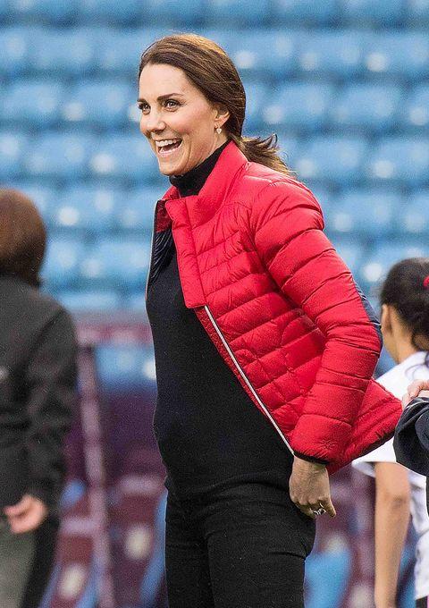Mammal, Brown hair, Laugh, Stadium, Pleased, Glove,