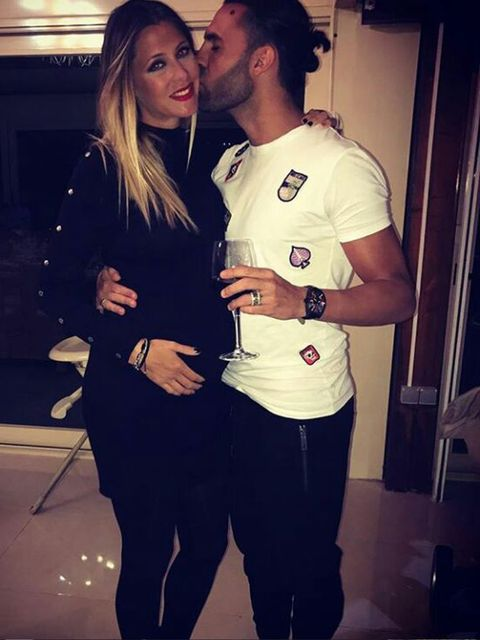 Interaction, Kiss, Romance, Love, Waist, Chest, Pocket, Active shirt, Belt, Hug,