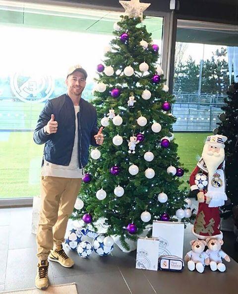 Christmas decoration, Event, Christmas tree, Interior design, Standing, Christmas ornament, Interior design, Christmas eve, Winter, Holiday,