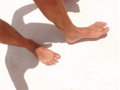 Finger, Human leg, Toe, Joint, Barefoot, People in nature, Foot, People on beach, Gesture, Calf,