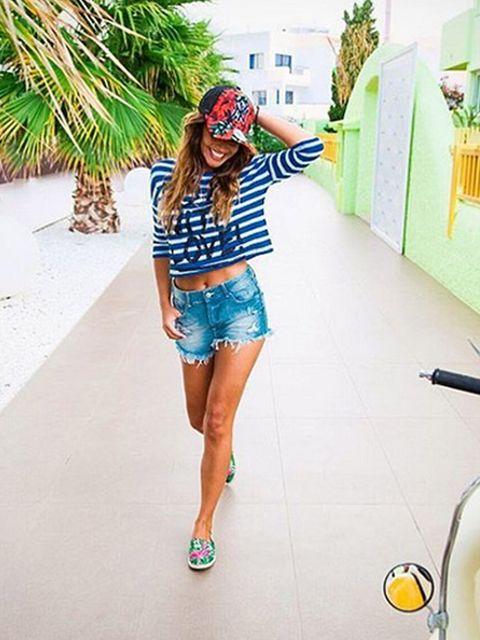Leg, Denim, Human leg, White, Style, T-shirt, Shorts, Street fashion, Thigh, Knee,