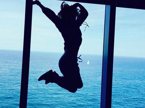 Water, Elbow, Human leg, Ocean, People in nature, Horizon, Sea, Azure, Vacation, Knee,