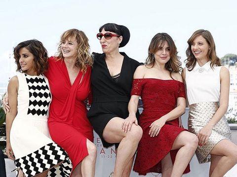 Leg, People, Fun, Social group, Dress, Red, Thigh, Summer, Waist, Sunglasses,