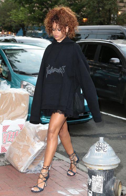Clothing, Human leg, Outerwear, Style, Fashion accessory, Street fashion, Bag, Vehicle door, Fashion, Sandal,