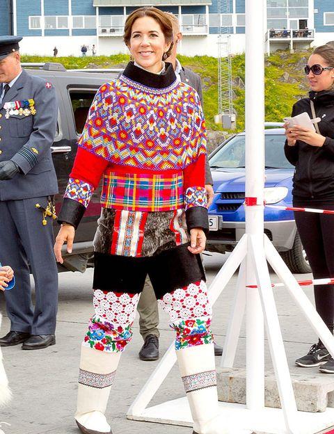 Leg, Trousers, Outerwear, Military person, Style, Military uniform, Street fashion, Fashion accessory, Uniform, Fashion,