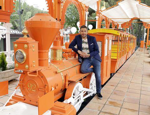 Orange, Engineering, Machine, Locomotive, Travel, Train, Classic, Rolling stock, Cylinder, Railway,