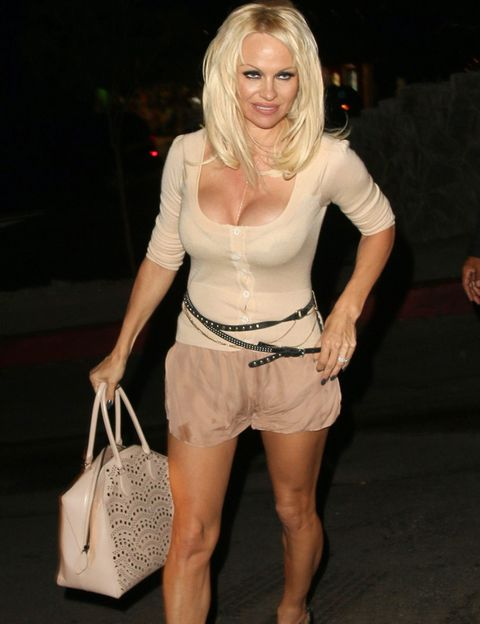 Bag, Joint, Fashion accessory, Waist, Shoulder bag, Fashion, Thigh, Luggage and bags, Fashion model, Beige,